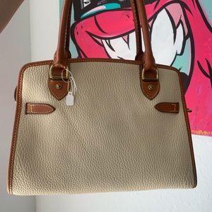 Dooney & Bourke Bags - *RESERVED* ❤️ VINTAGE CREAM DOONEY & BOURKE PURSE